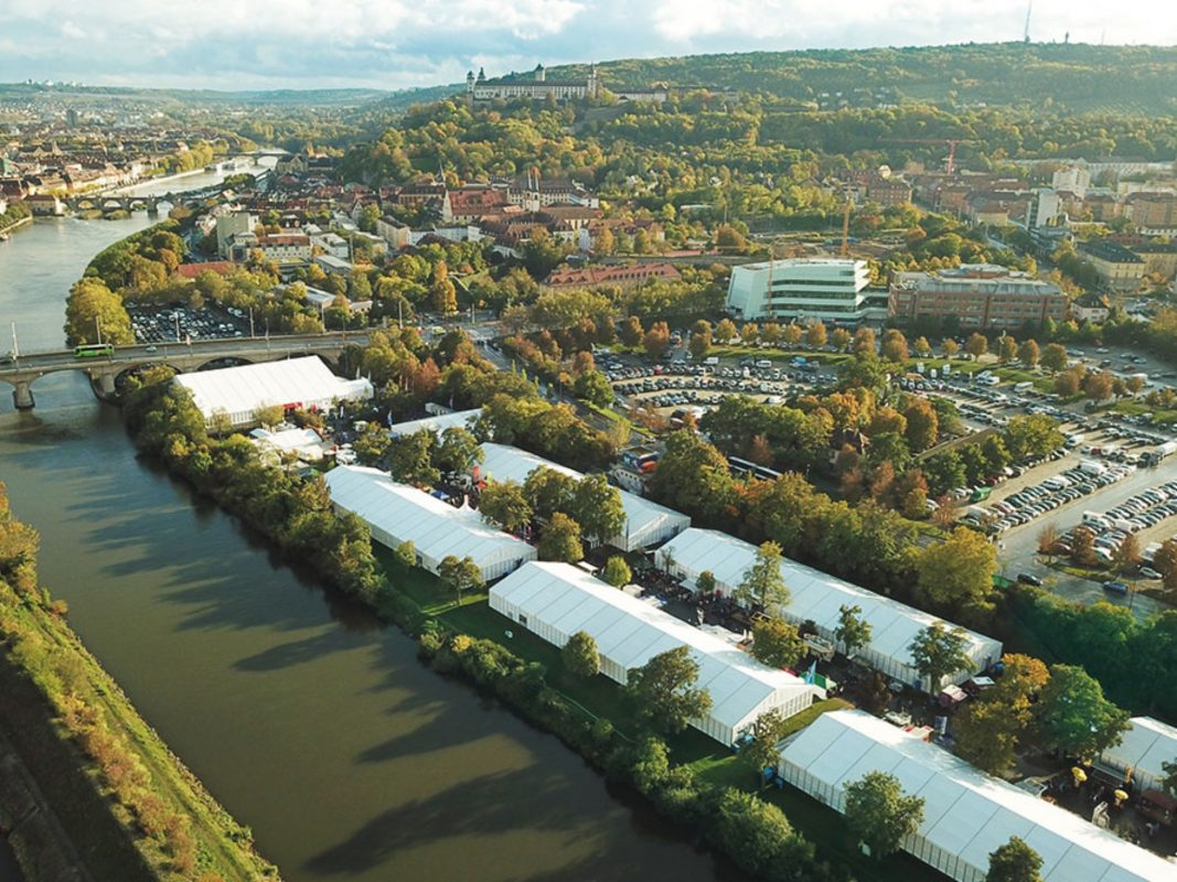 Das Messegelände der Mainfranken-Messe am Mainufer Würzburgs. Foto: Mainfranken-Messe