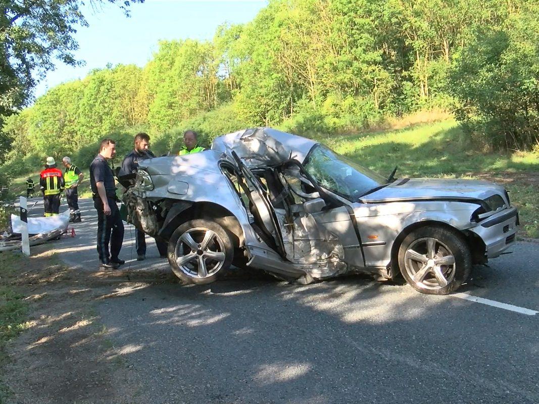 Der BMW-Fahrer wurde in seinem Fahrzeug eingeklemmt und erlag noch an der Unfallstelle seinen schweren Verletzungen. Foto: Pascal Höfig