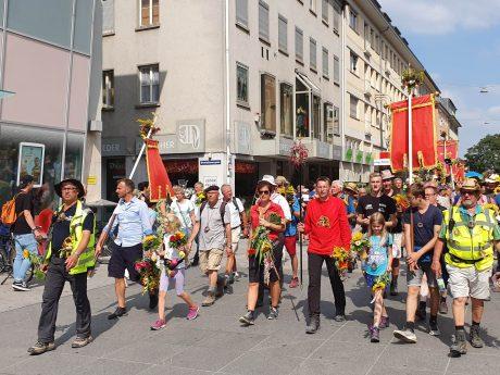 Die Kreuzbergwallfahrer zurück in Würzburg. Foto: Annika Betz.