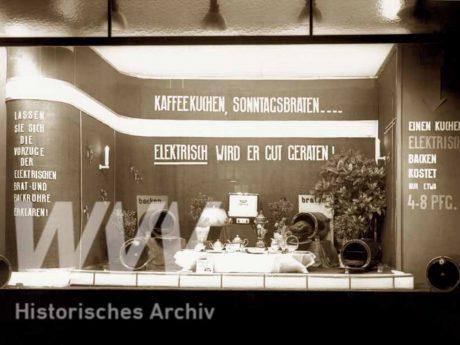 Ein Schaufenster der 1930er Jahre in der Prymstraße. Foto: Historisches Archiv der WVV