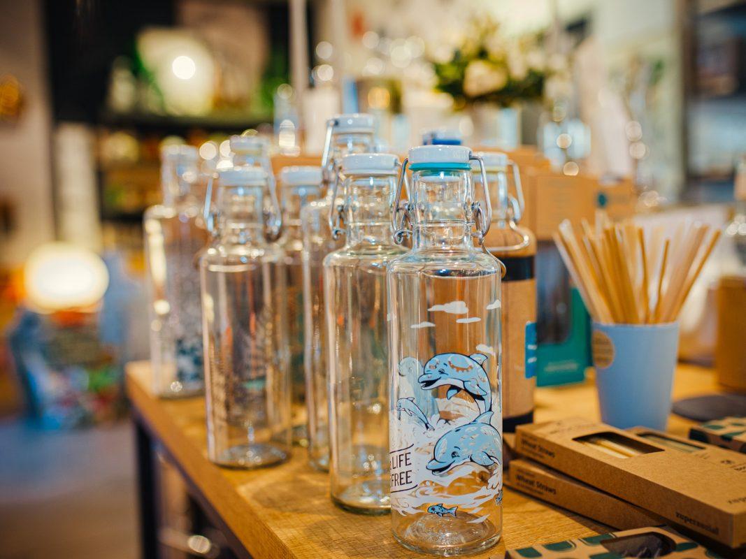 Diese Flaschen bestehen aus recyceltem Glas. Foto: Pascal Höfig