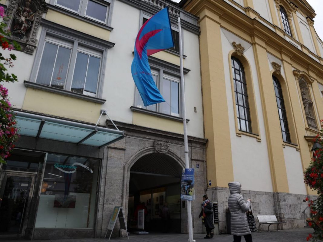 """Seit 25 Jahren gibt es den """"GesprächsLaden"""" bei der Würzburger Augustinerkirche. Foto: Markus Hauck (POW)"""