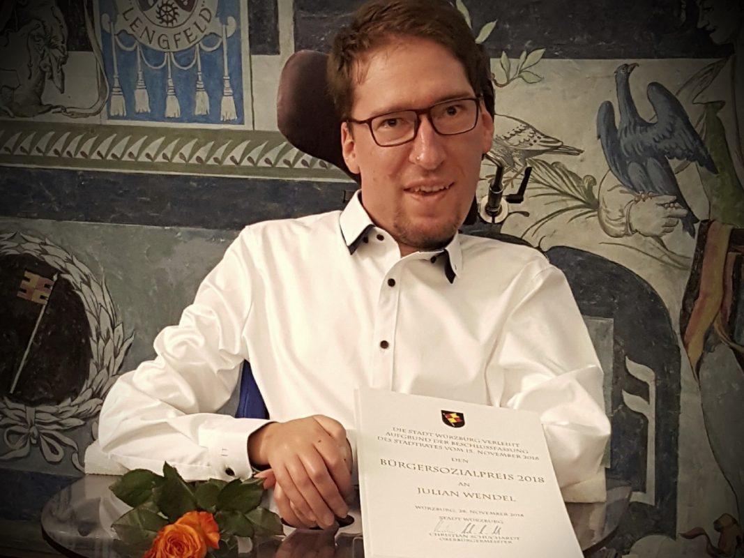 Julian Wendel bei der Verleihung des Bürgersozialpreises. Foto: Julian Wendel