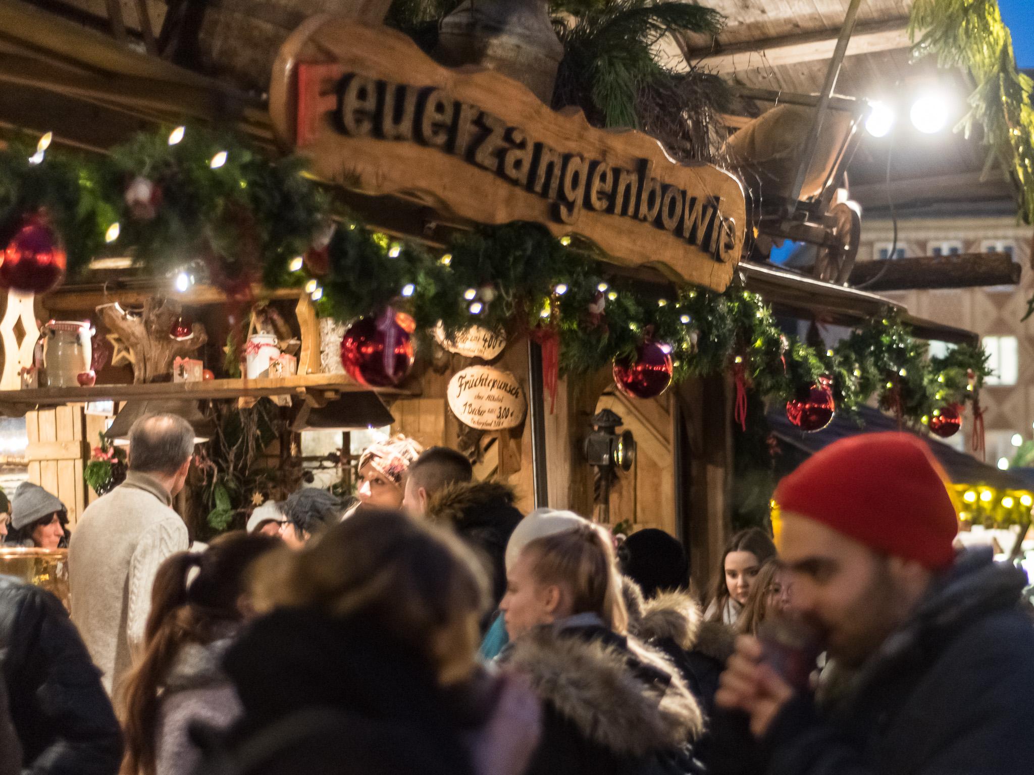 Aufgepasst: Distel Feuerzangenbowle verlost pünktlich zum Start des Würzburger Weihnachtsmarkts 3x2 Becher Feuerzangenbowle! Foto: Pascal Höfig