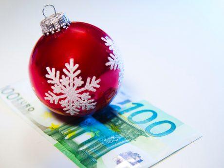 Bescherung zum Jahresende: Auch Mini- Jobber haben Anspruch auf ein Weihnachtsgeld, wenn der Chef den anderen Mitarbeitern im Betrieb ein solches zahlt. Darauf weist die Gewerkschaft NGG hin. Foto: NGG