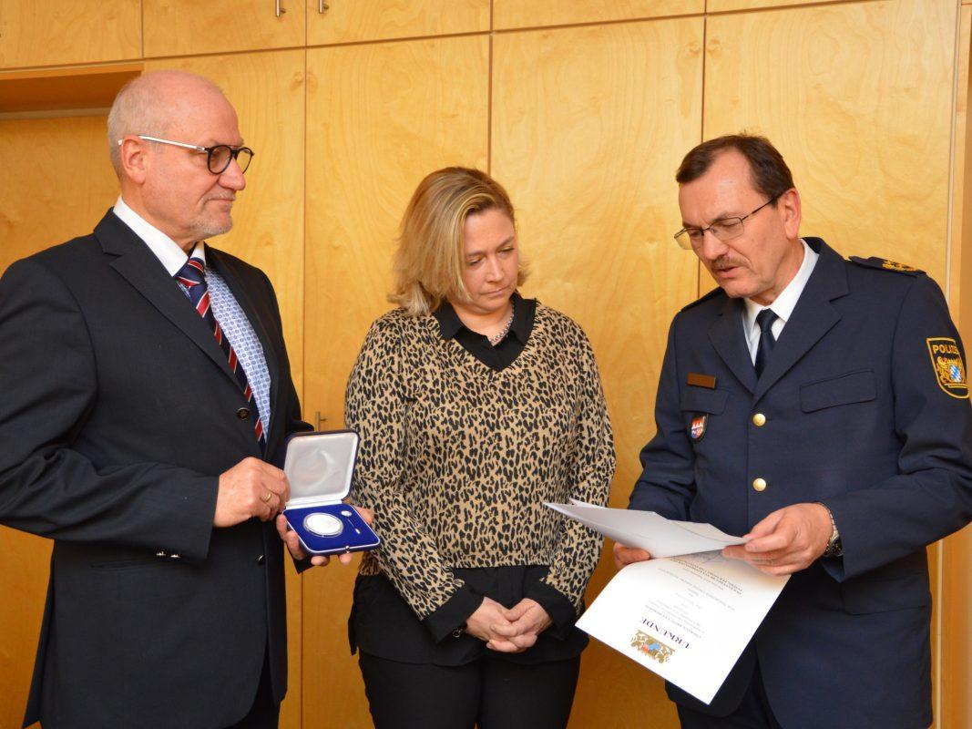 Von links: KD Matthias Stürmer, Iris Kaufmann und PP Gerhard Kallert. Foto: Polizei