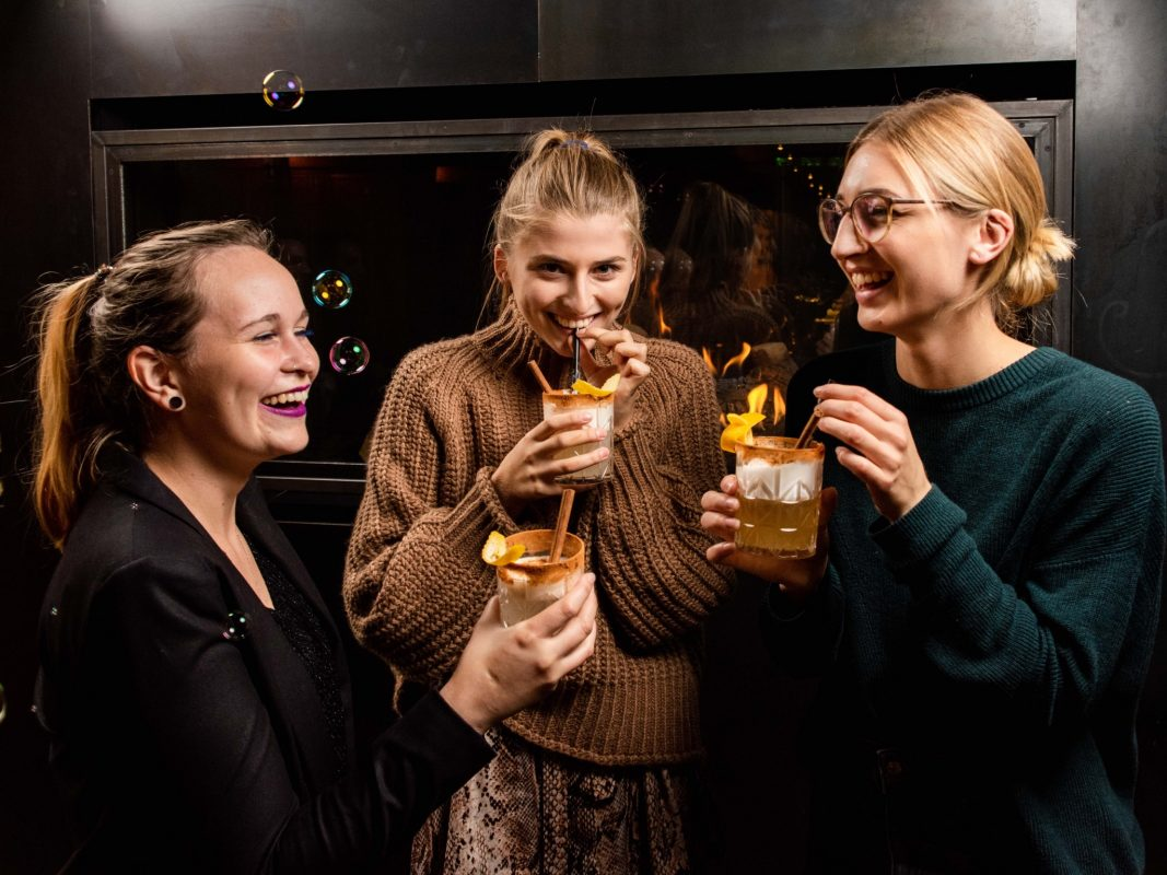 Tolle Bar-Atmosphäre direkt am Kranenkai! Foto: xtrakt media / Lukas Seufert