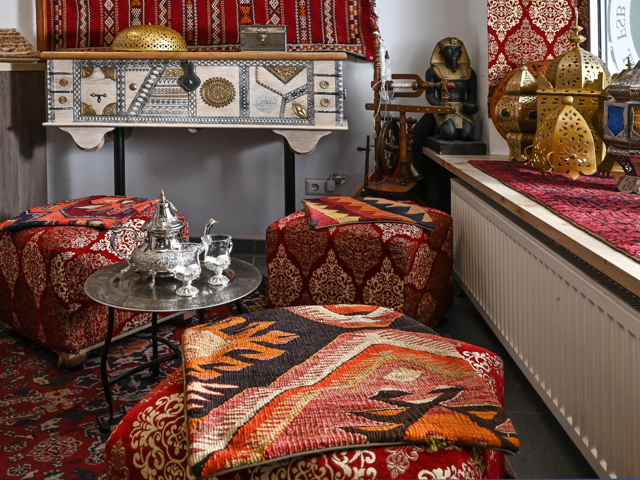 """Der Laden """"Firas FeineKost"""" erstrahlt in neuer orientalischer Atmosphäre. Foto: Christoph Ulherr"""