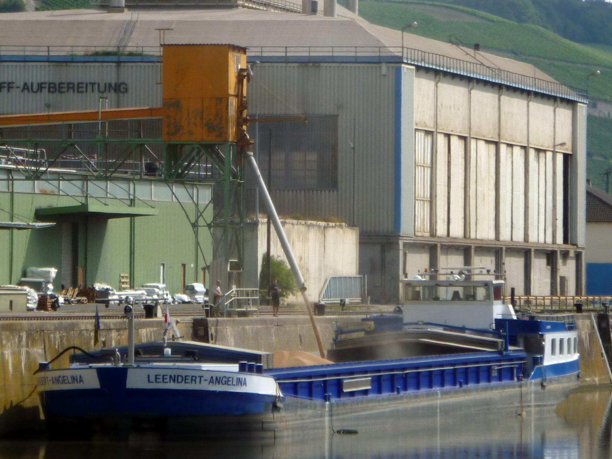 Güterumschlag am Neuen Hafen. Foto: WVV