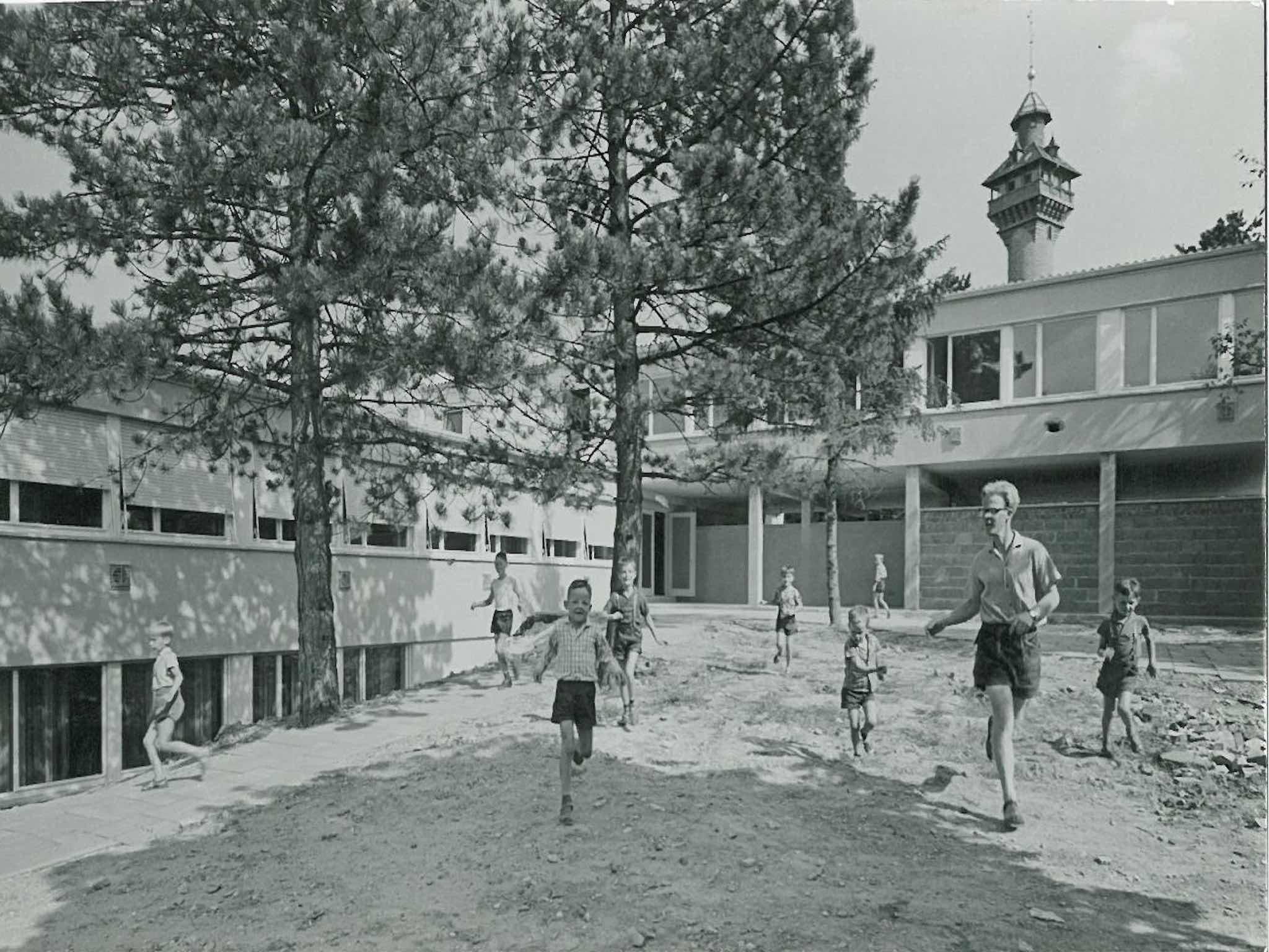 Spielende Kinder in der Stadtranderholung Frankenwarte 1960. Foto: Archiv AWO Unterfranken