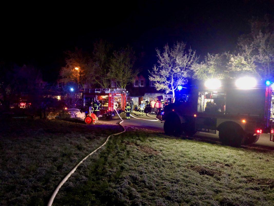 Tannenbaum in Volkach in Brand geraten. Foto: Feuerwehr Volkach