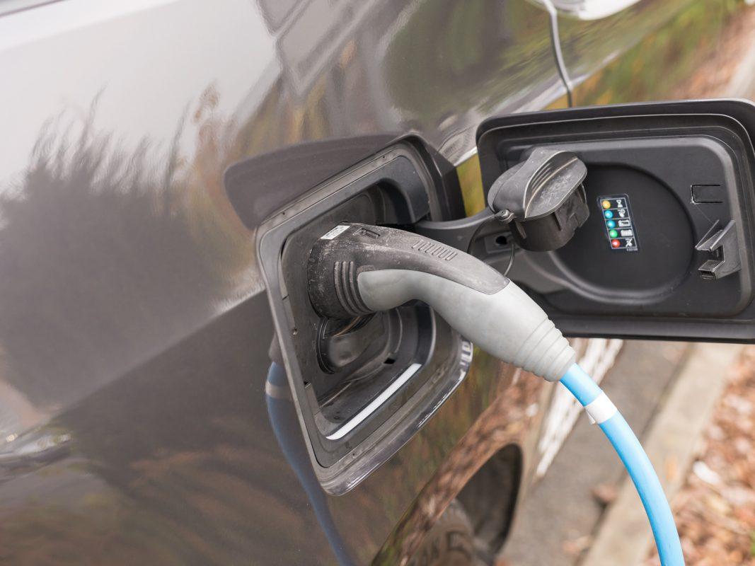 Hochwertige Imprägnieranlagen können bei der Produktion von Elektrofahrzeugen Abhilfe schaffen. Foto: Pascal Höfig