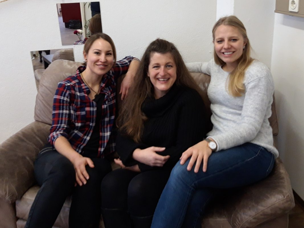 Das Team vom Kontaktcafé von links: Katharina Kolanie, Claudia Nembach und Stella Meckelein. Foto: Condrobs e.V.