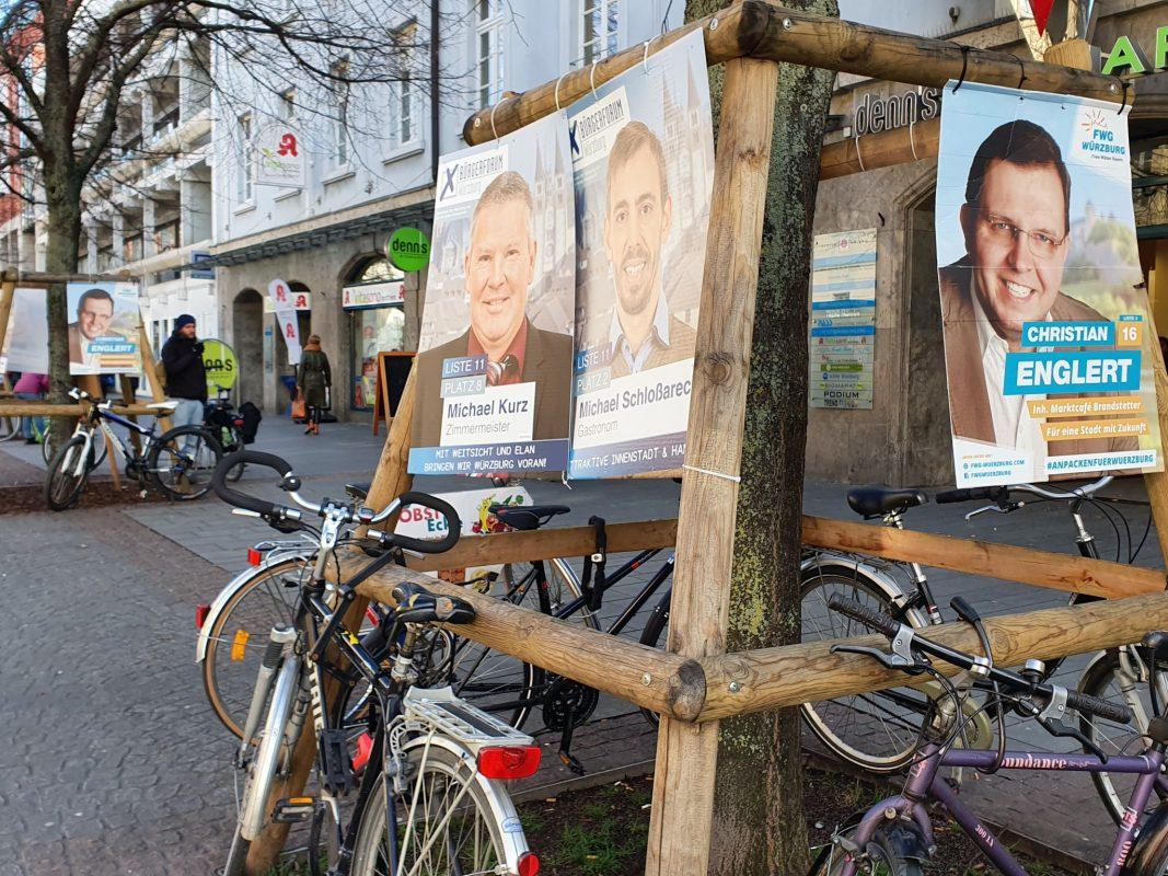 Wahlplakate an der Juliuspromenade. Foto: Laura Göpfert
