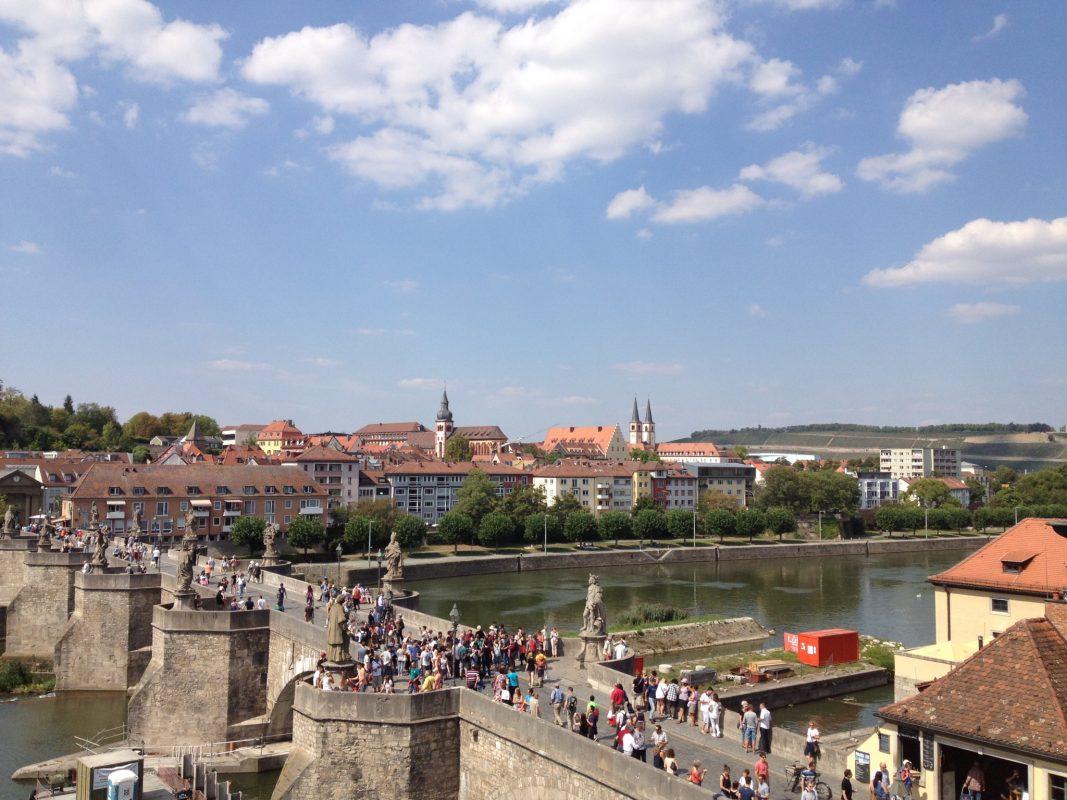 Aussicht aus den letzten Jahren auf die Alte Mainbrücke. Symbolfoto: Würzburg erleben