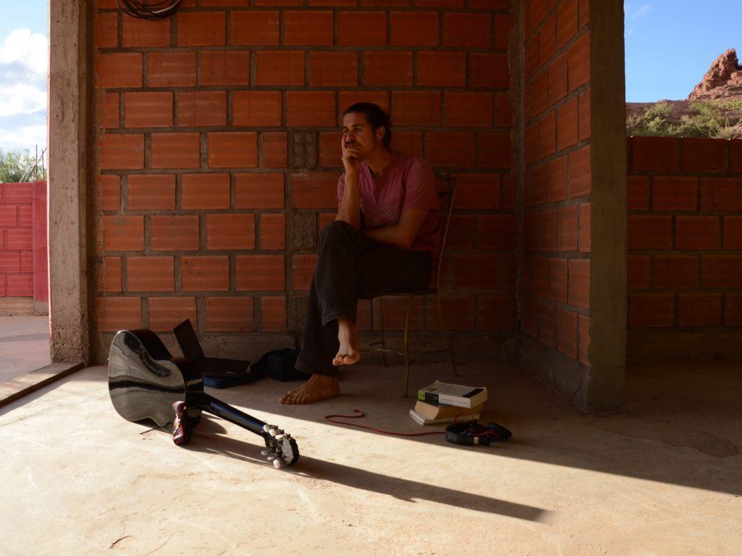 Der Würzburger Autor Benedikt als Gestrandeter in Bolivien. Foto: Benedikt Roth
