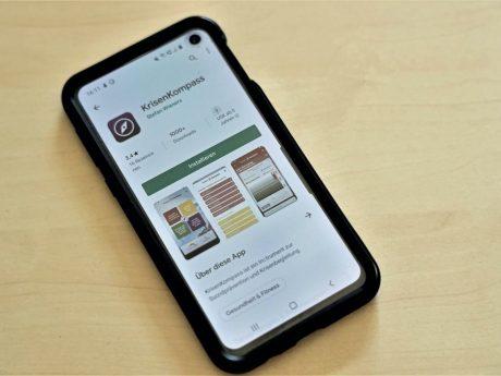 Die neue Krisenkompass-App der Telefonseelsorge kann im App-Store auf das Smartphone heruntergeladen werden. Foto: Markus Hauck (POW).
