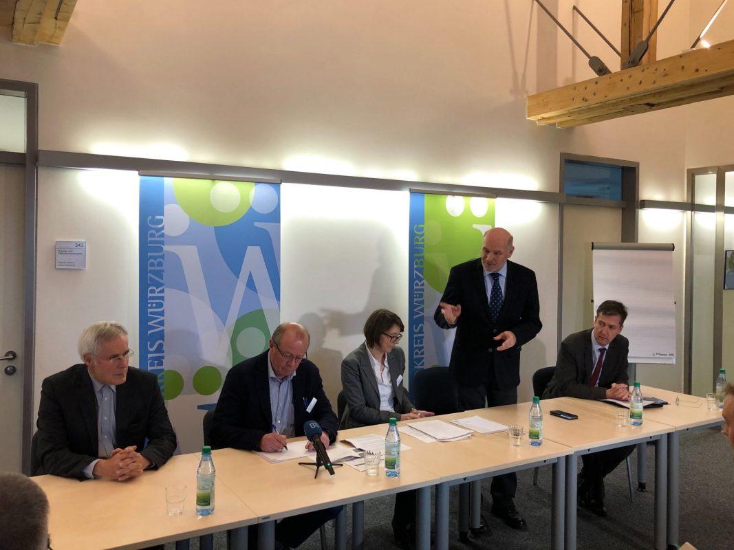 Vertreter von Gesundheitsamt, Stadt und Landkreis schildern bei einer Pressekonferenz die Lage rund um den Coronavirus in Würzburg. Foto: Katharina Kraus