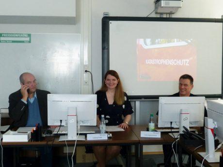 Bei aller Krise können sie trotzdem gemeinsam lachen: Paul Justice, Eva-Maria Löffler, Michael Reitzenstein. Foto: Marion Linneberg