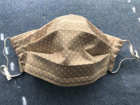 Mund-Nasen-Schutz aus Stoff. Symbolfoto: Darja Schano