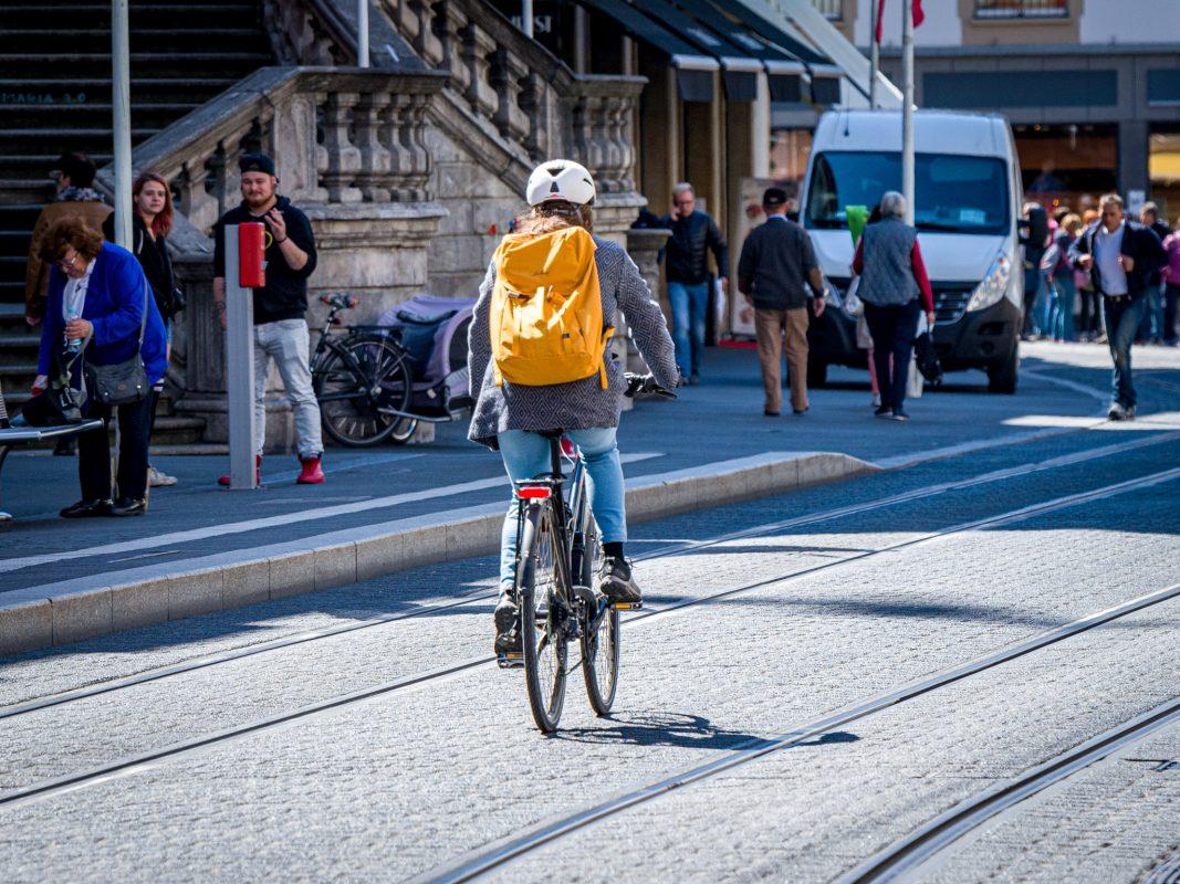 Durch Maßnahmen der Stadt Würzburg wird für mehr Sicherheit auf den Straßen gesorgt.