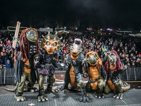 Heavy-Metal-Band Heavysaurus vor großem Publikum. Foto: Susanne Müller