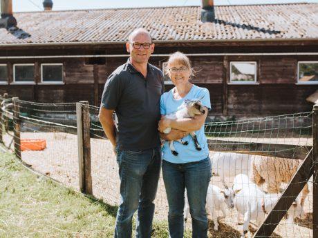 Familie Hösch vom Erlebnis-Bauernhof in Gutenstetten. Foto: Laura Schraudner Fotografie