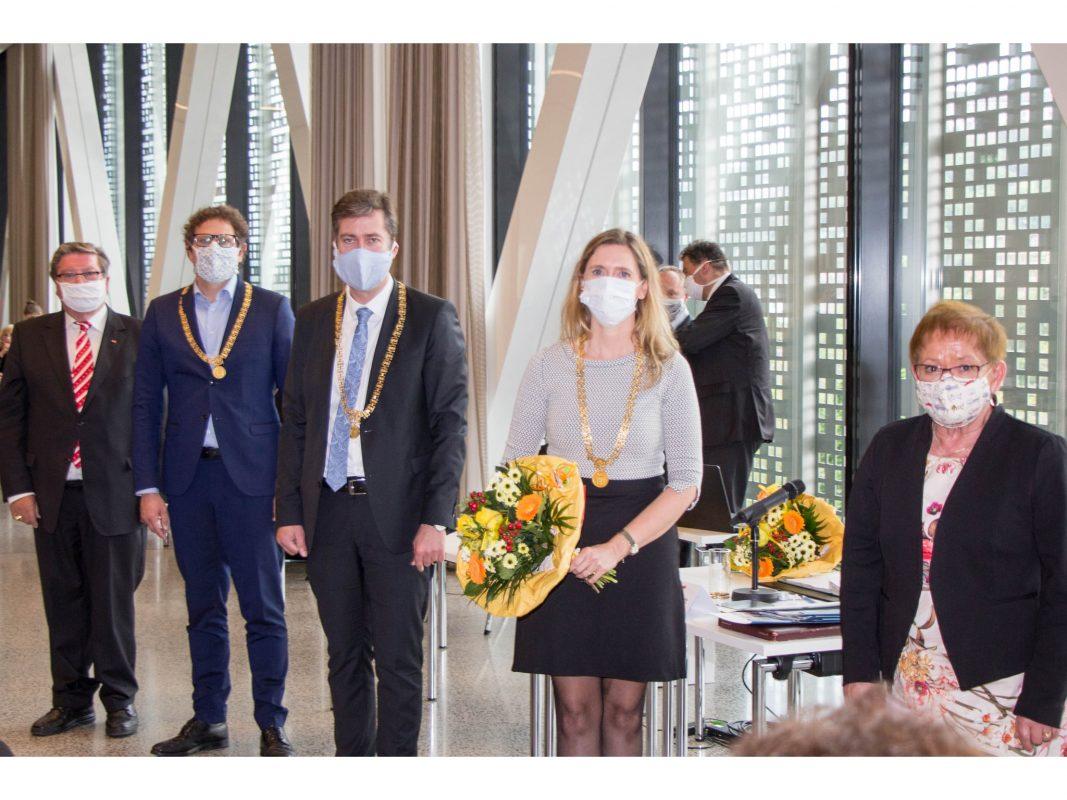 """Dr. Adolf Bauer, neuer """"Klimabürgermeister"""" Martin heilig, OB Christian Schuchardt, neue Bürgermeisterin Judith Jörg und Marion Schäfer-Blake (v.l.). Foto: Claudia Lother"""