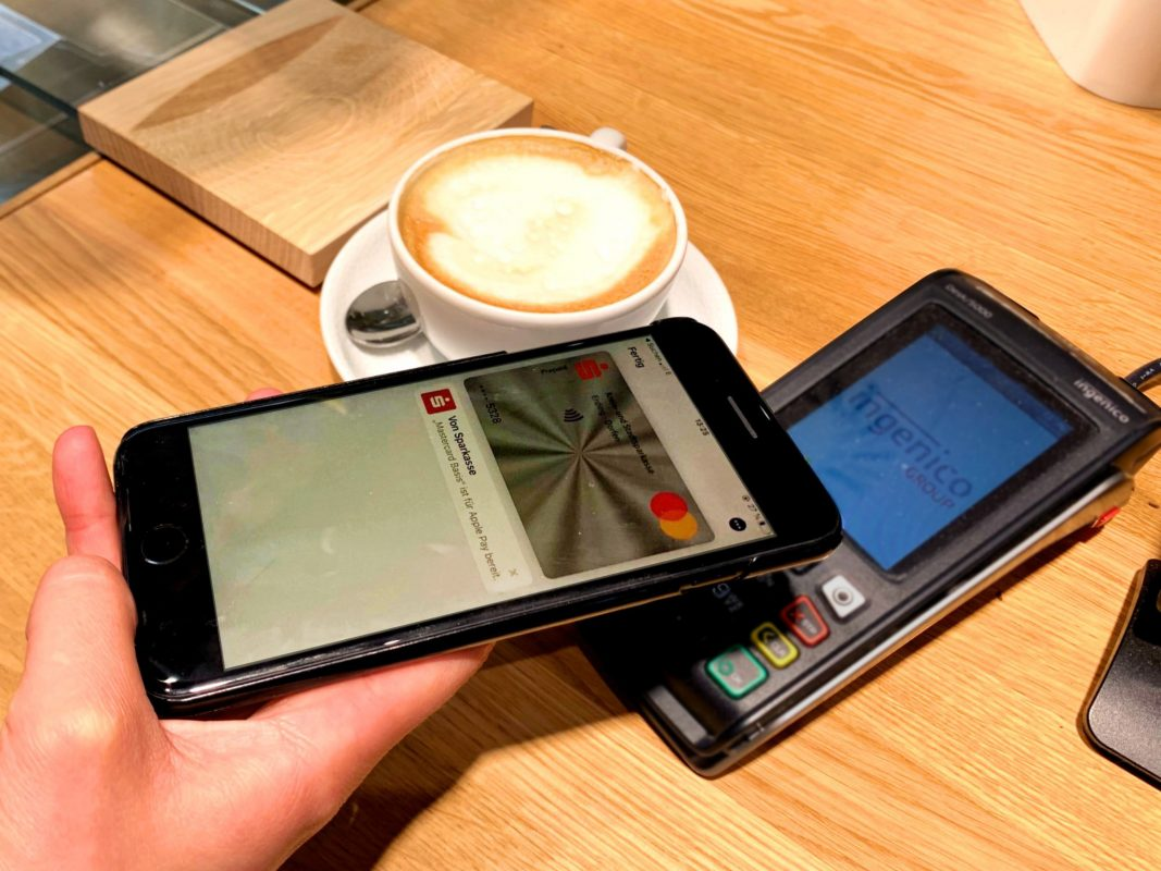 Bargeldlos Bezahlen, Apple Pay, online, zahlen, bezahlen Foto: Johanna Seidl