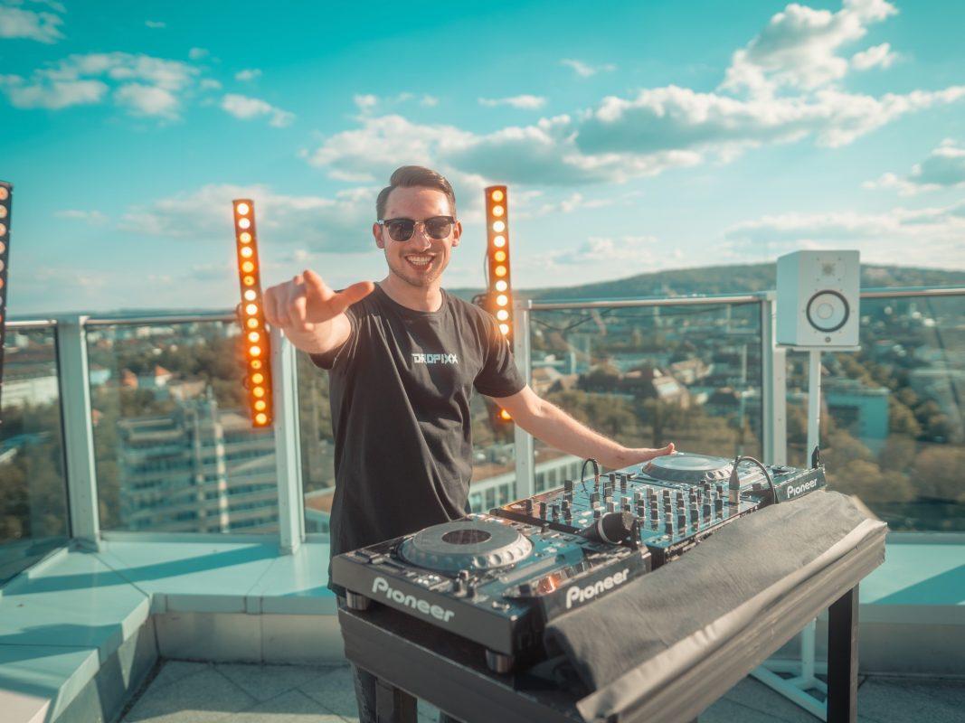 Lukas aka DJ Dropixx auf dem Dach des Ghotels in Würzburg. Foto: Tom Bausemer (Tomba!Media)