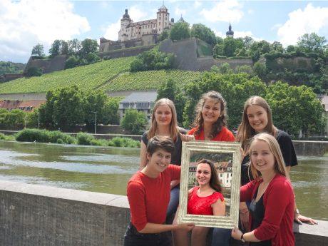 Das Team von Medisspendenblut in Würzburg. (hinten v. links: Jule, Franka, Sophie; vorne v. links: Marie, Eva, Inga). Foto: privat