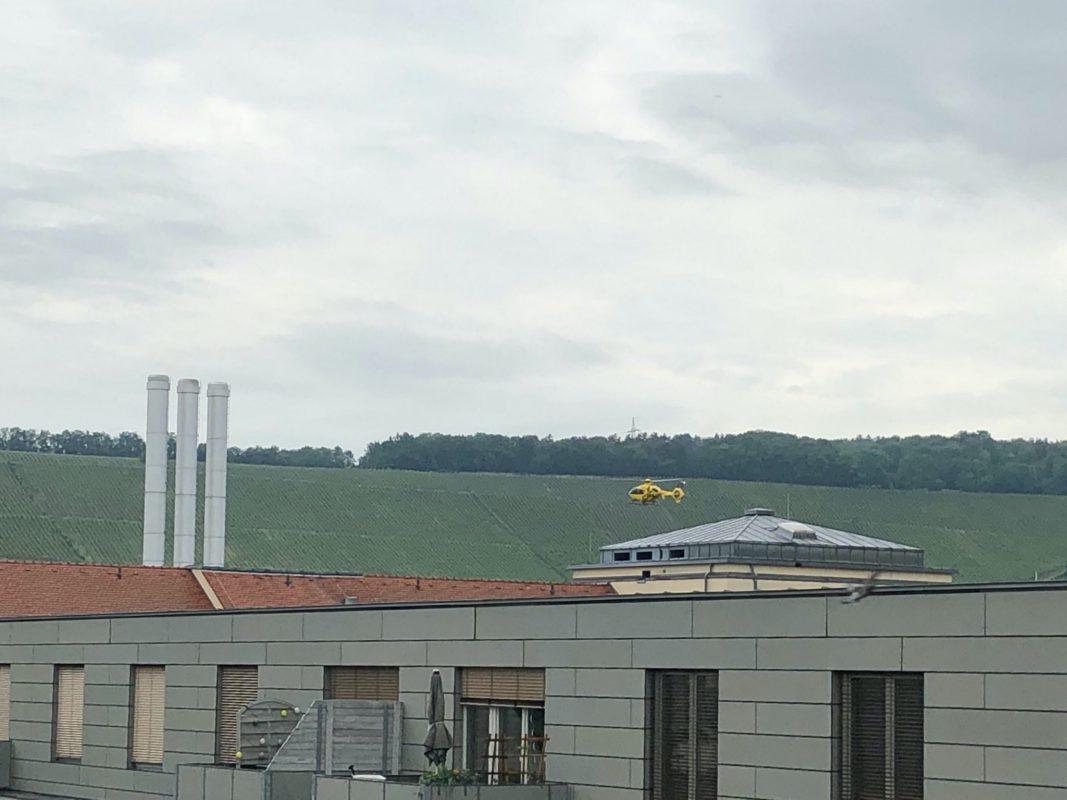 Ein Rettungshubschrauber hat den Main abgesucht. Foto: Würzburg erleben