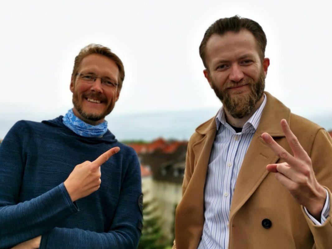 Carsten Lexa, Präsident der Würzburg Toastmasters (l.) und Vize-Europameister Oliver Grytzmann. Foto: Würzburg Toastmasters