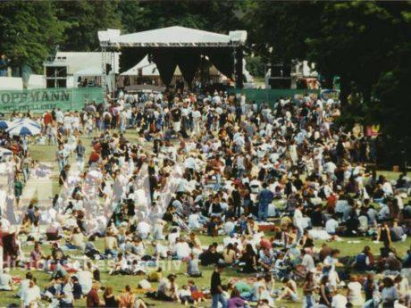 Umsonst & Draußen im Jahr 1995. Foto: Historisches Archiv der WVV