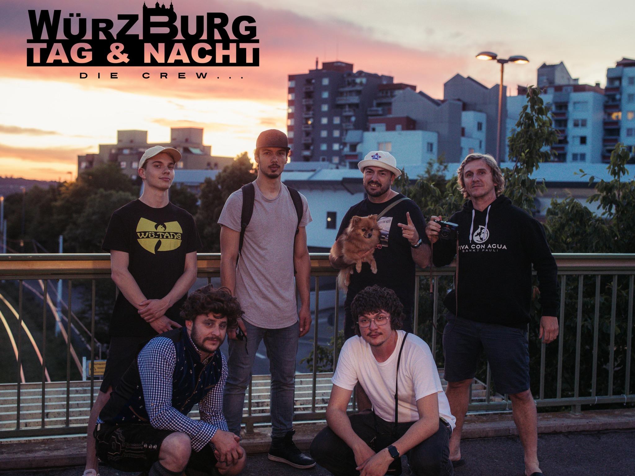 Die Mitglieder von Würzburg Tag und Nacht posieren vor der Heuchelhof-Skyline (v. l.): Leo, Rameen, Foxy der sprechende Fuchs, Sensay und Gepetto (hinten); vorne: der Bayerische Clon, Hip-Hop-Clon.