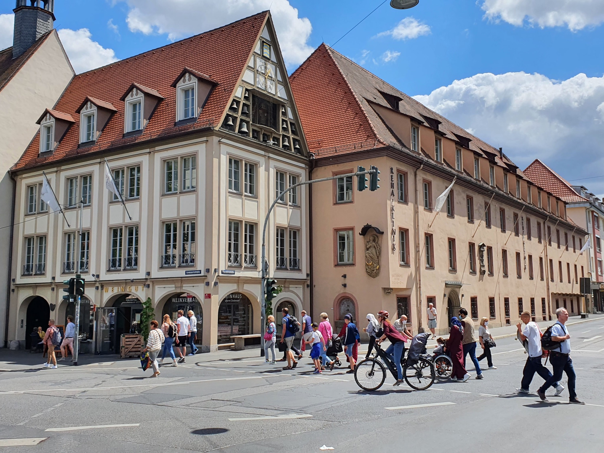 Das Glockenspiel am Bürgerspital an der Kreuzung Theaterstraße/Semmelstraße. Foto: Jacob Grimm