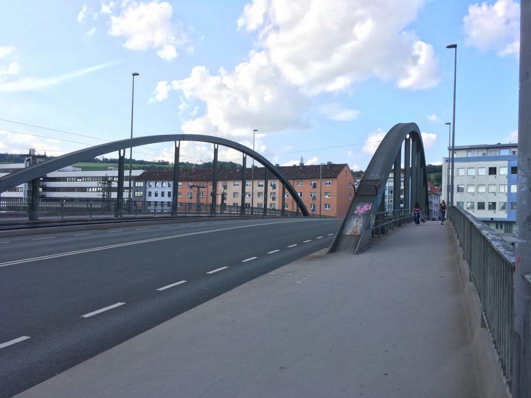 Die Grombühlbrücke am Eingang des gleichnamigen Stadtteils. Foto: Jacob Grimm