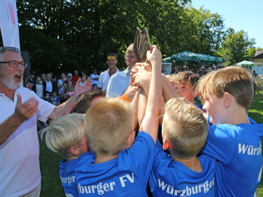 Glückliche Gewinner des Fußballturniers. Foto: WVV