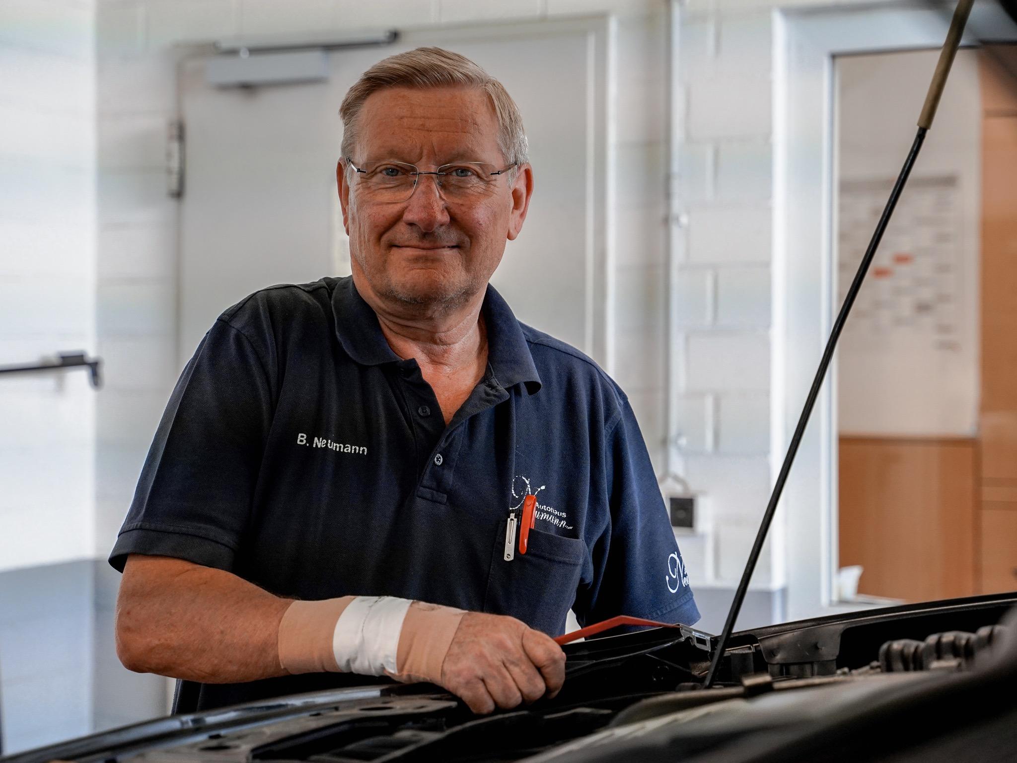 Inhaber von Autohaus Neumann seit 1983: Berthold Neumann. Foto: Konstantin Winter