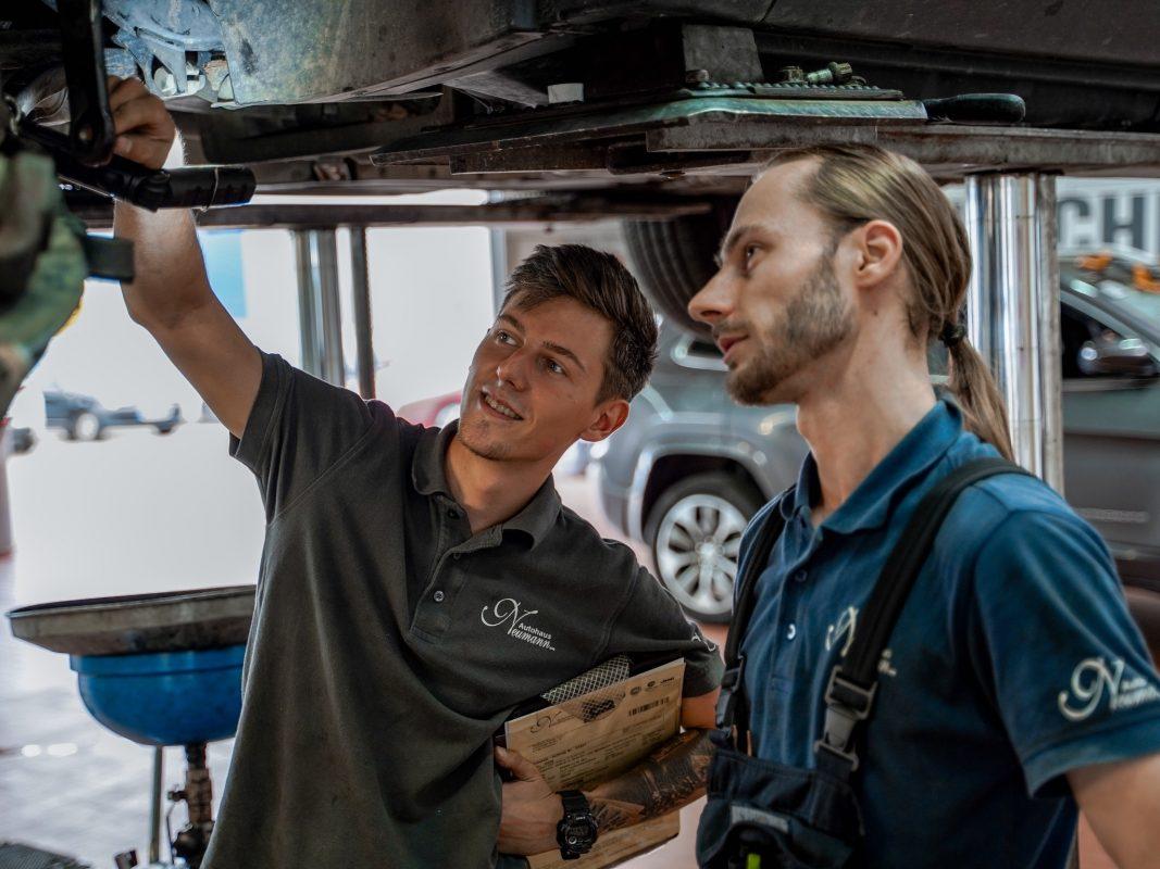 Das Autohaus ist auf der Suche nach Auszubildenden und ausgelernten Kfz-Mechatronikern (m/w/d). Jetzt einfach bewerben! Foto: Konstantin Winter