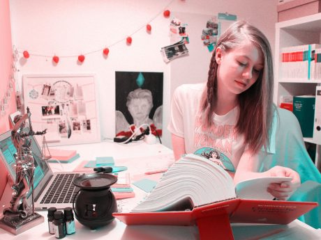 """Jenni als """"diemeinungsstreiterin"""" beim Lernen. Foto: diemeinungsstreiterin"""