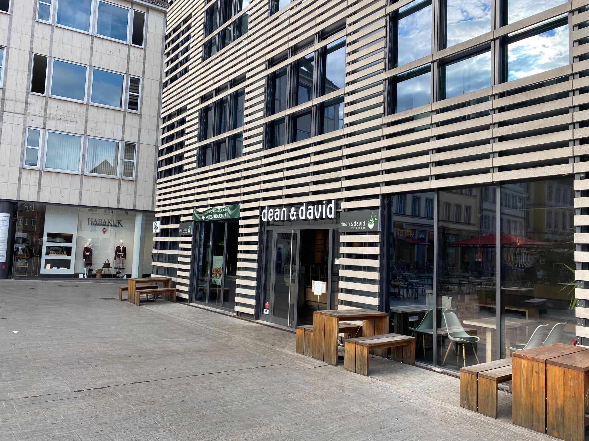 Das Restaurant war in dem Gebäudekomplex am Unteren Markt untergebracht. Die VR-Bank als Eigentümerin lässt den Vertrag nun auslaufen – und begründet das mit dem nicht absehbaren Küchenbetrieb. Foto: Jessica Hänse