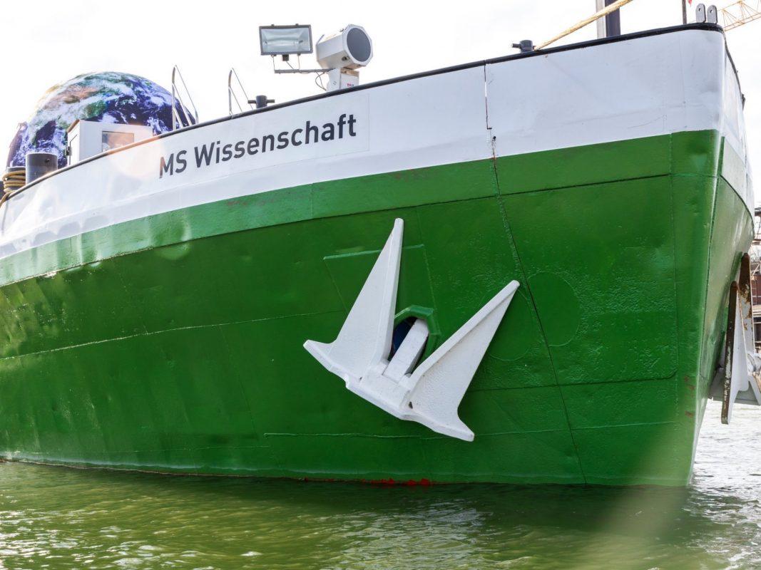 Das Ausstellungsschiff des Bundesministeriums für Bildung und Forschung geht 2020 in 19 Städten in Deutschland vor Anker – darunter ist auch Würzburg. Foto: Heiner Witte/Wissenschaft im Dialog