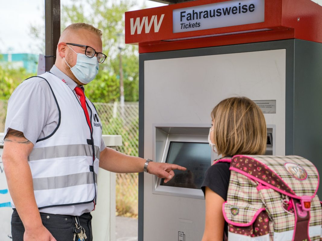WVV-Mobilitätsberater geben zu Schulbeginn Hygiene-Tipps für den ÖPNV. Foto: WVV