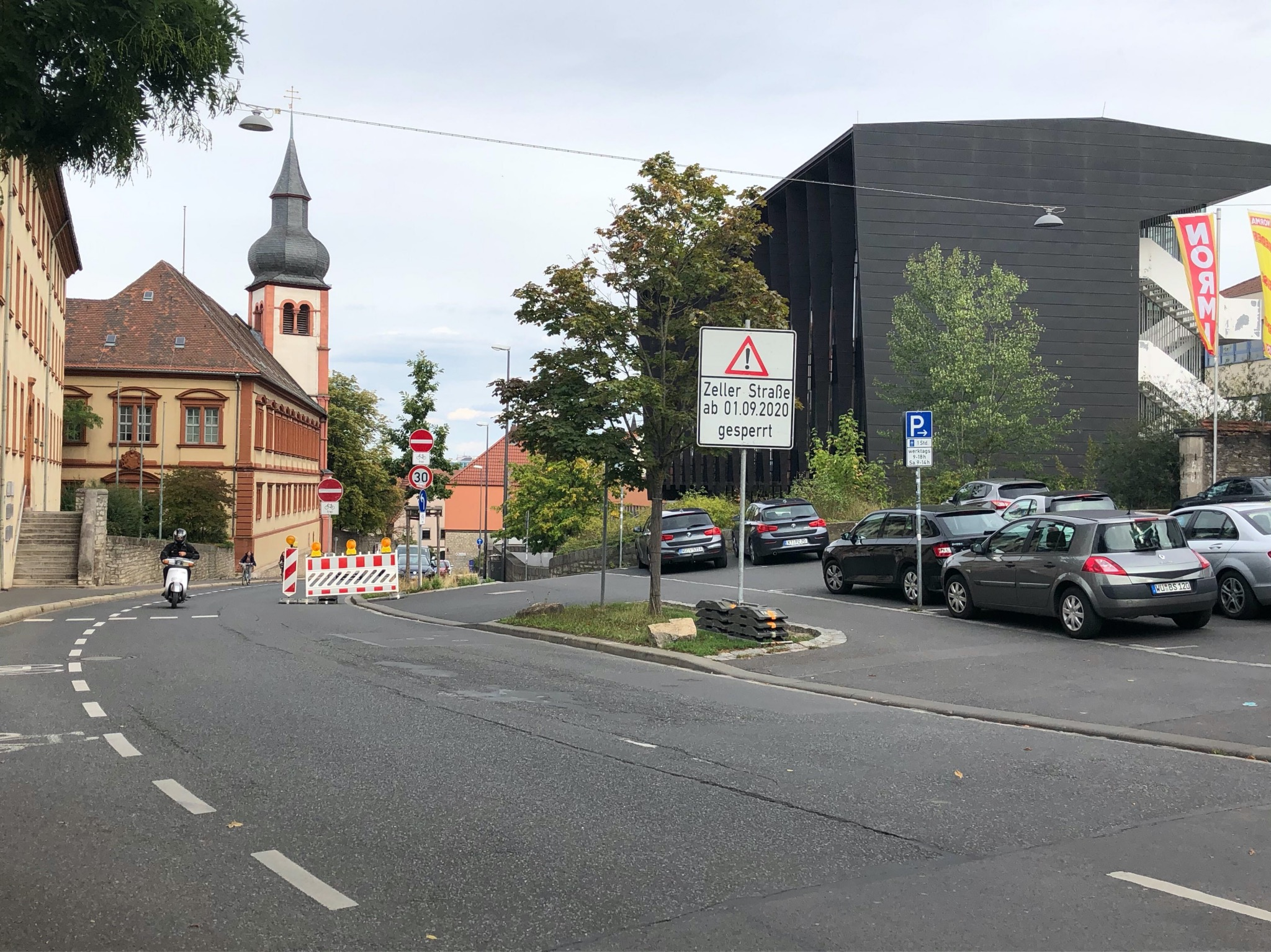 Die Zeller Straße ist temporär bergauf für den Gegenverkehr gesperrt. Foto: Katharina Kraus