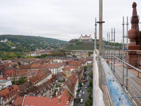 Keine andere Baustelle in Würzburg bietet einen solch guten Ausblick. Foto: Gunnar Bartsch / Universität Würzburg