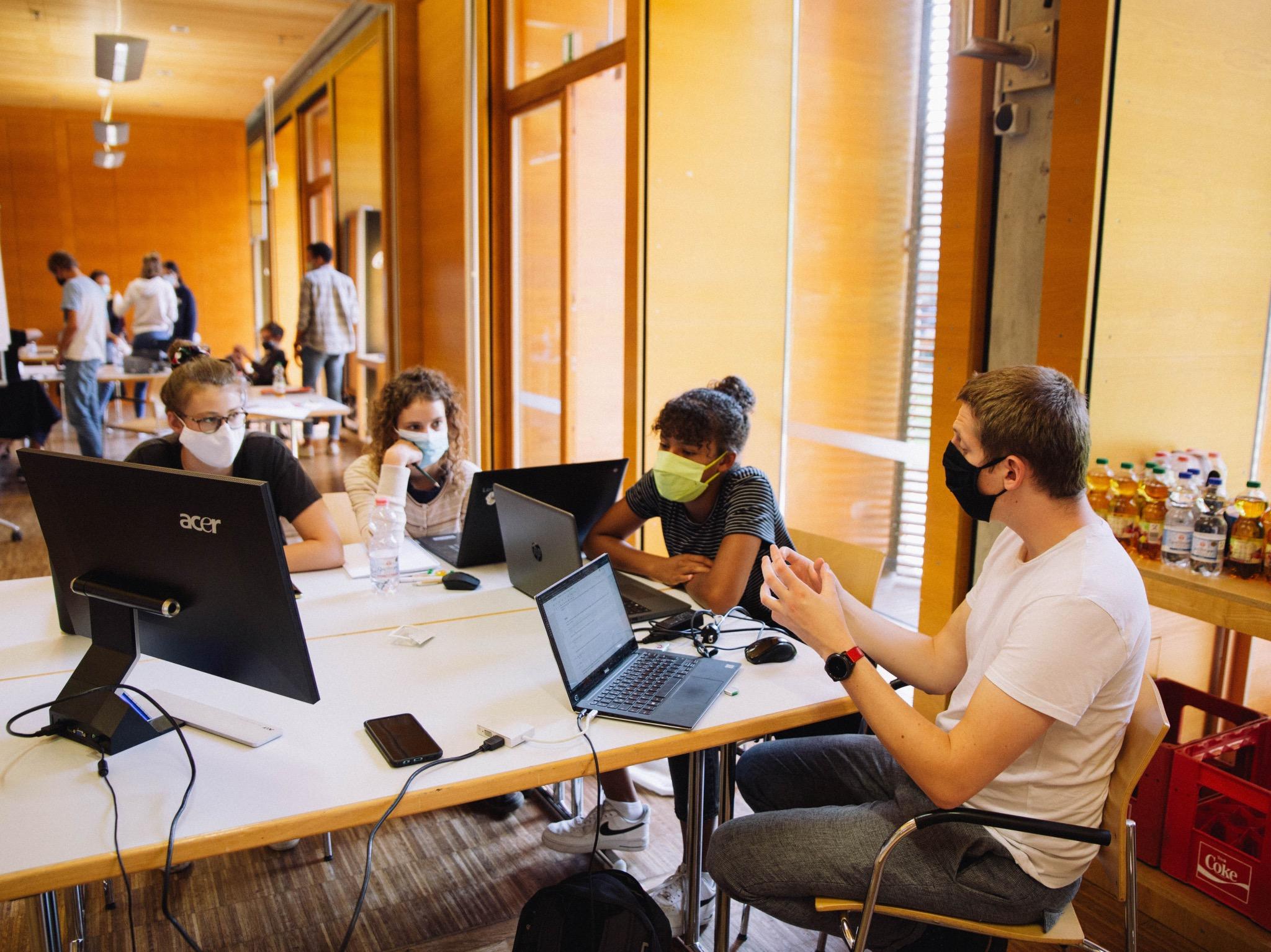Das Aelius Förderwerk unterstützt junge Menschen aus benachteiligten Haushalten dabei beim Bildungsweg und bieten hierfür Workshops und Beratungsangebote an. Foto: Aelius Förderwerk e.V.