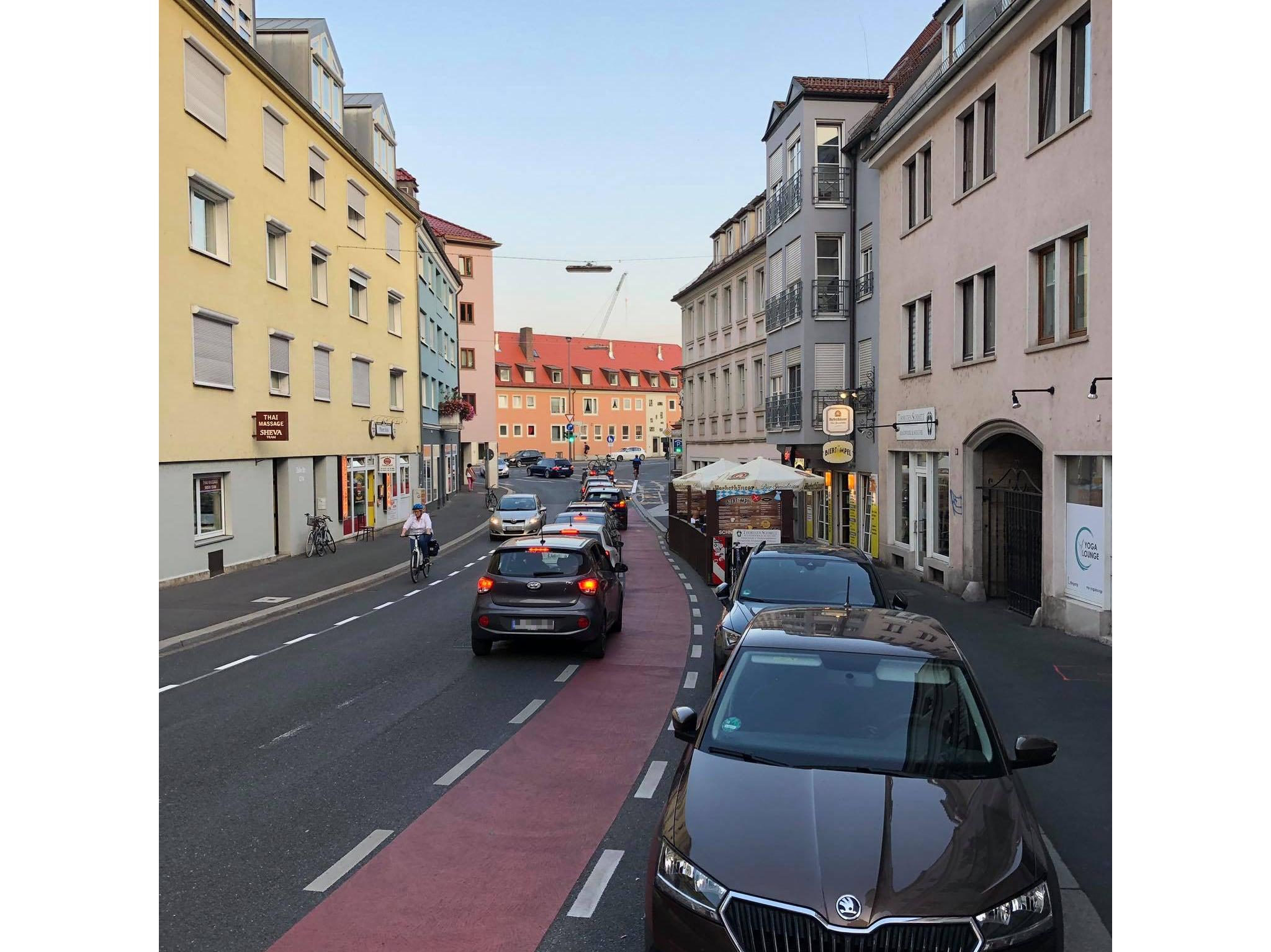 Noch immer ignorieren viele Autofahrer die neue Einbahnregelung in der Zeller Straße. Foto: Würzburg erleben