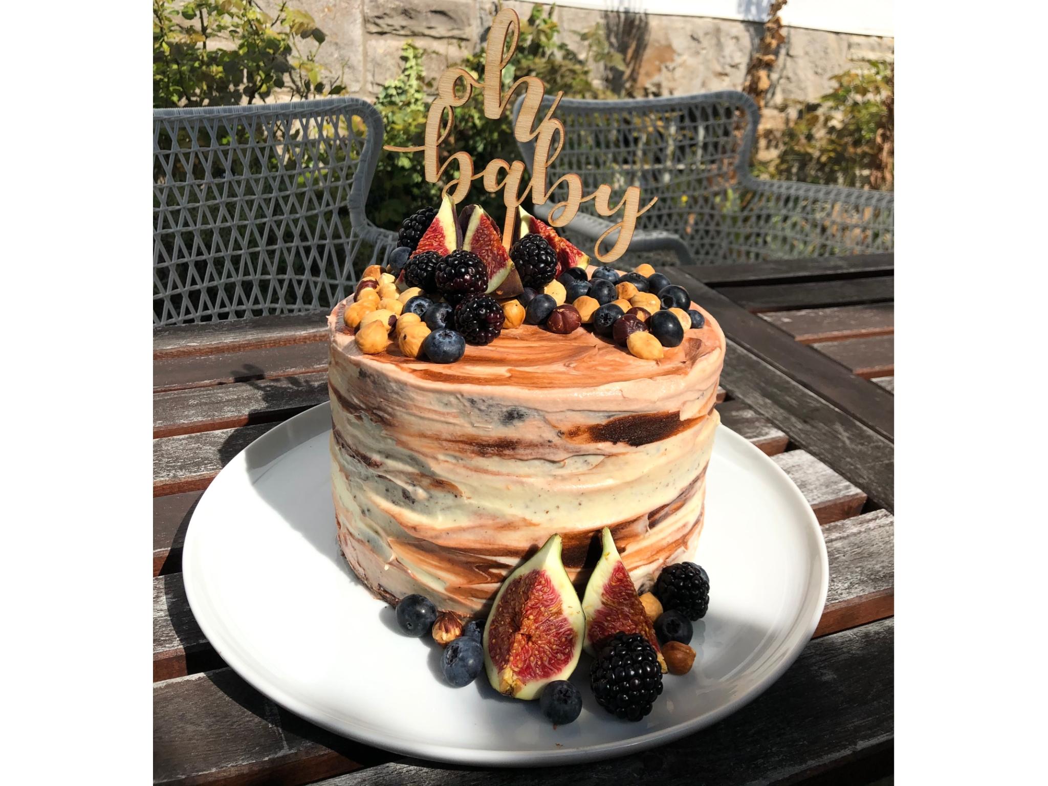 Ein echter Hingucker: eine Babyshower-Torte mit leckeren Früchten: Foto: Lea Liegau