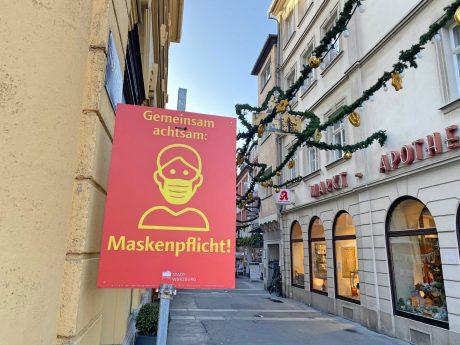 Maskenpflicht in der Schustergasse. Foto: Jessica Hänse